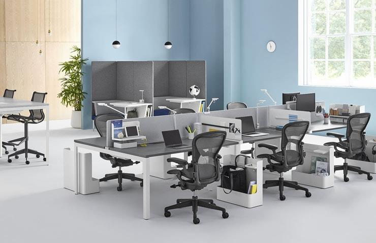 der Aeron Chair & Memo Workstation